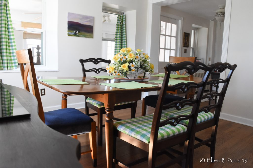 The dining room comfortably seats 8.